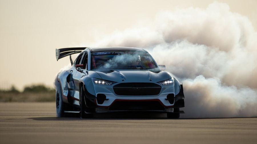 1400-сильный гоночный Ford Mustang Mach-E '1400' оснастили семью электромоторами