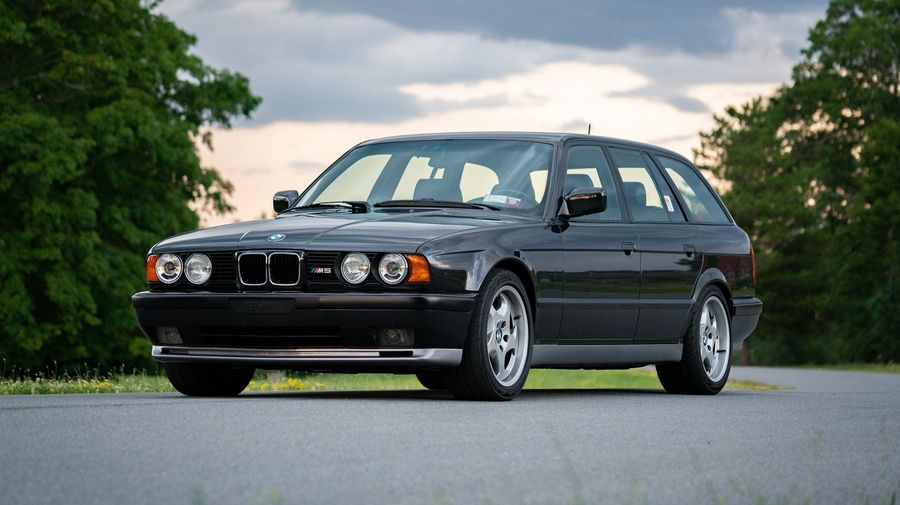 Редкий универсал BMW M5 Touring сохранил свою ценность, несмотря на большой пробег
