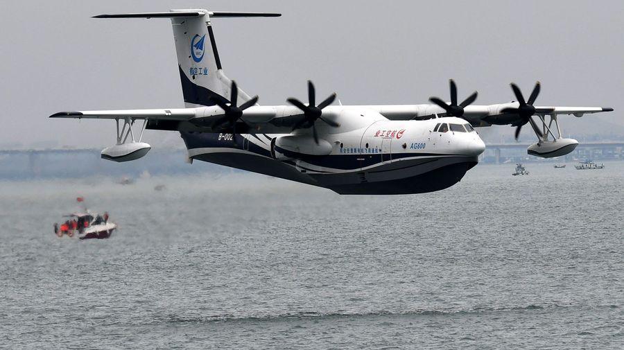 Посмотрите на первый взлет с воды самого большого гидросамолета в мире AG600 «Kunlong»