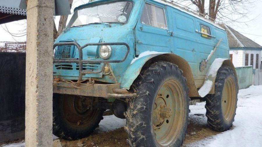 Суровый сельский тюнинг превратил ЕрАЗ-762 в монстра на колесах от трактора