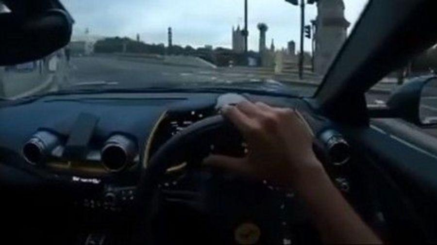 Водитель Ferrari 812 Superfast разбил дорогой суперкар на ровном месте