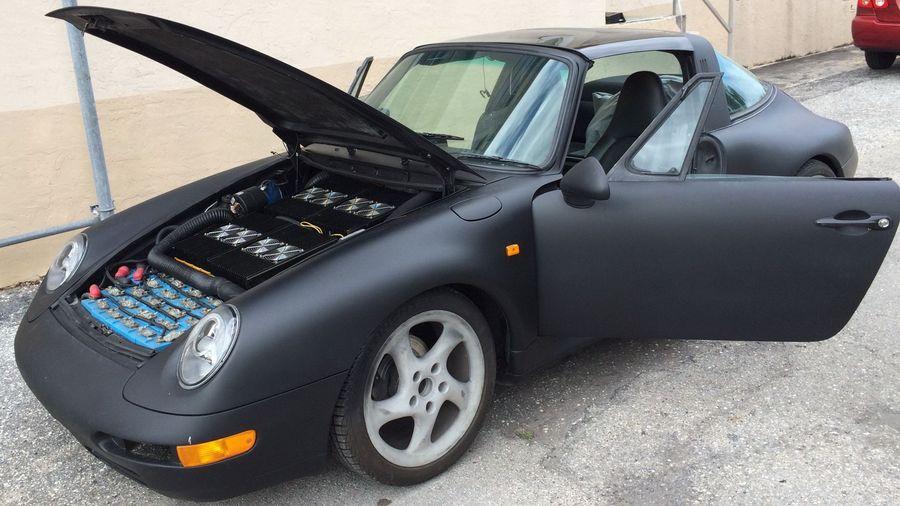 Фанаты, зажмурьтесь: Porsche 911 Targa с кузовом от 993-го перевели на электротягу