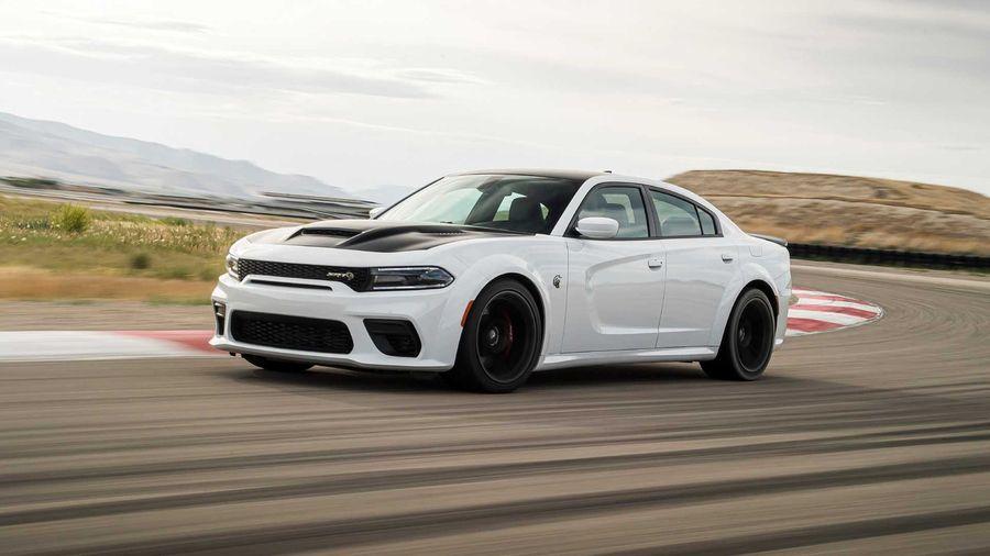 Dodge представил самый быстрый седан в мире Charger SRT Hellcat Redeye. Но они ошиблись...