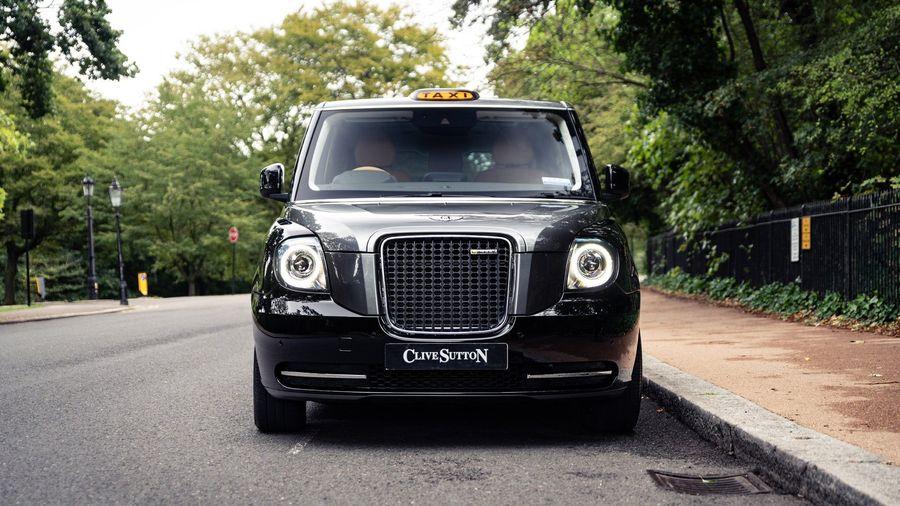 Лондонское такси превратили в роскошный автомобиль для VIP-персон за 10 миллионов рублей