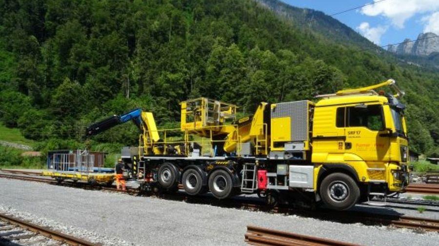 Уникальный грузовик MAN поставили на железнодорожные рельсы