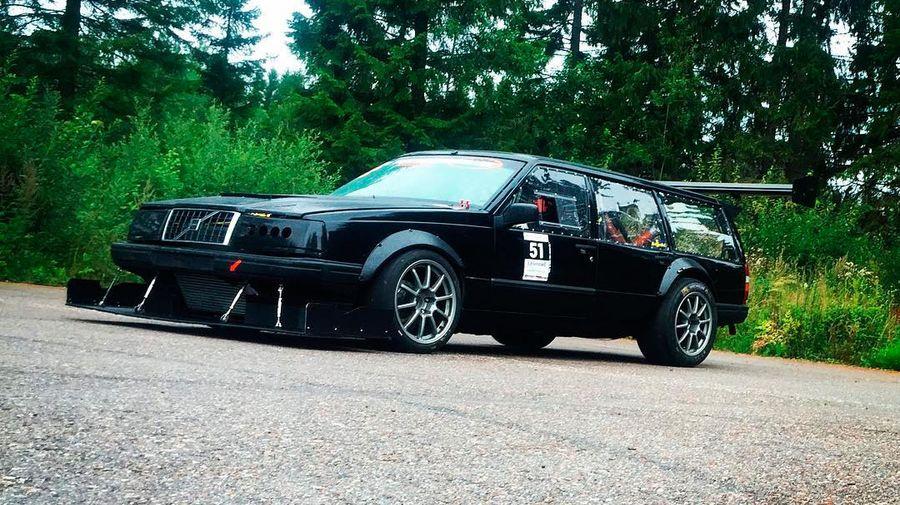 Отец с сыном построили Volvo 945 Estate с LS1 V8 для шведского тайм-аттака