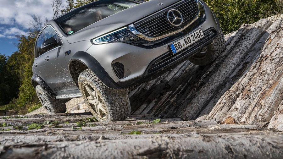 Mercedes-Benz EQC 4×4² Concept стал первым электрическим кроссовером на портальных мостах