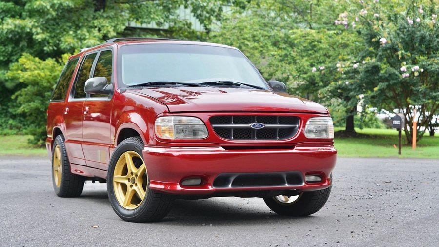 В США продали Saleen XP8 — очень редкую версию Ford Explorer конца 90-х годов