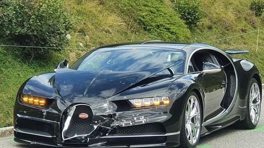 В Швейцарии столкнулись Bugatti Chiron и Porsche 911 Cabrio