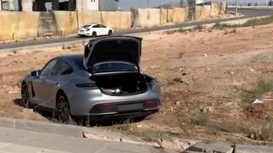 Как разбить электрический суперкар Porsche Taycan Turbo S сразу после покупки