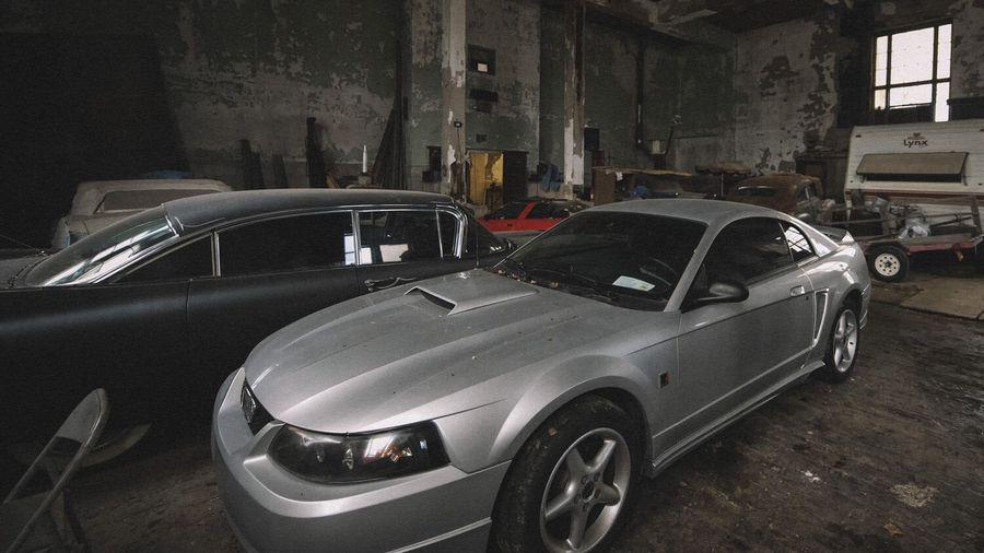 Коллекцию американских автомобилей обнаружили в заброшенной школе