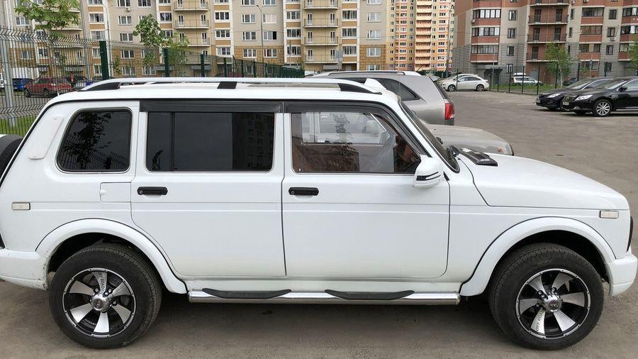 9-летнюю Ниву с шикарным салоном продают в Москве за 1.5 миллиона рублей