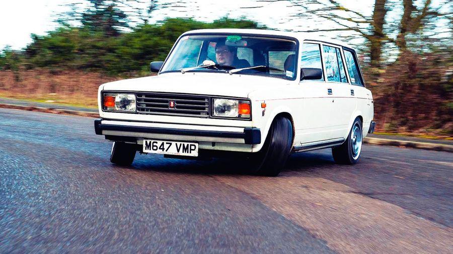 В Великобритании превратили ВАЗ-2104 в монстра с двигателем мощностью более 400 л.с.