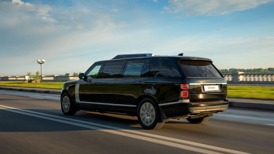 Нижегородская компания RIDA превратила Range Rover в бронированный лимузин с парадным люком