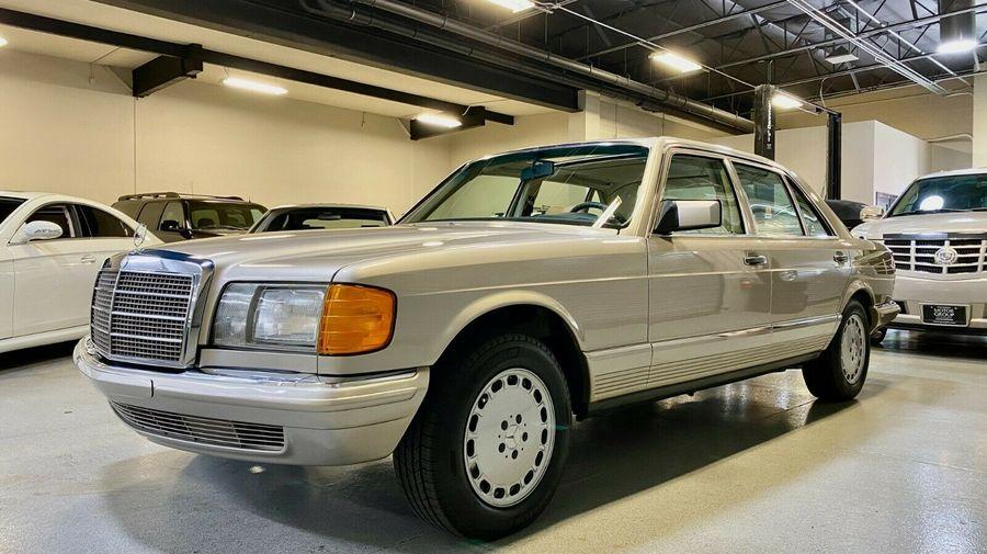 Капсула времени: Mercedes-Benz W126 с пробегом 4700 километров и одним владельцем