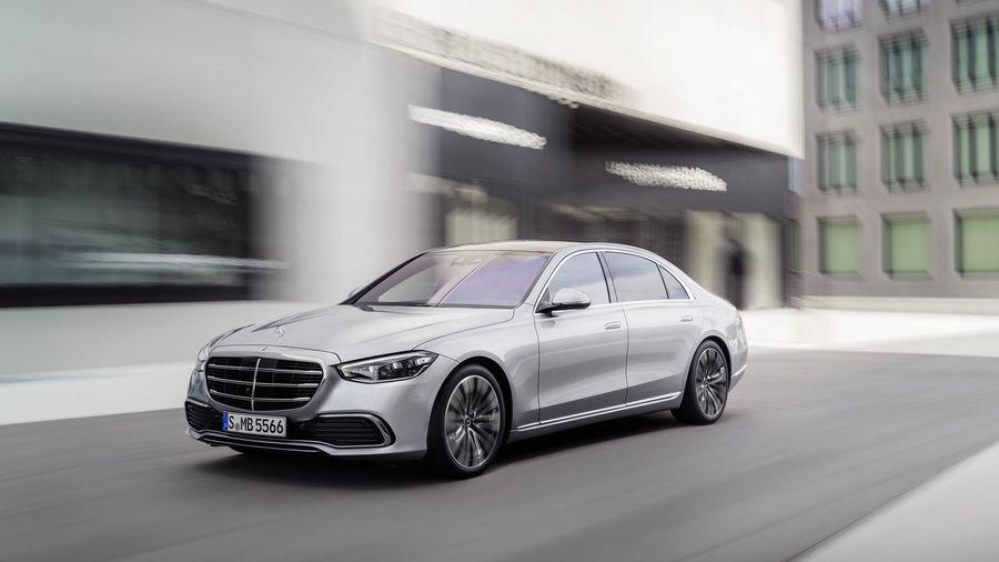 Новый Mercedes-Benz S-класс: автопилот и управляемые задние колеса