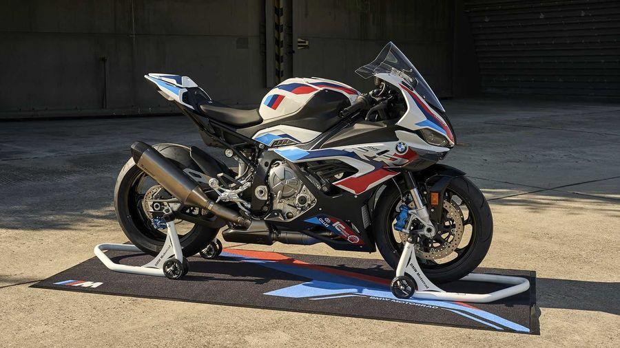 Подразделение BMW M GmbH впервые доработало мотоцикл