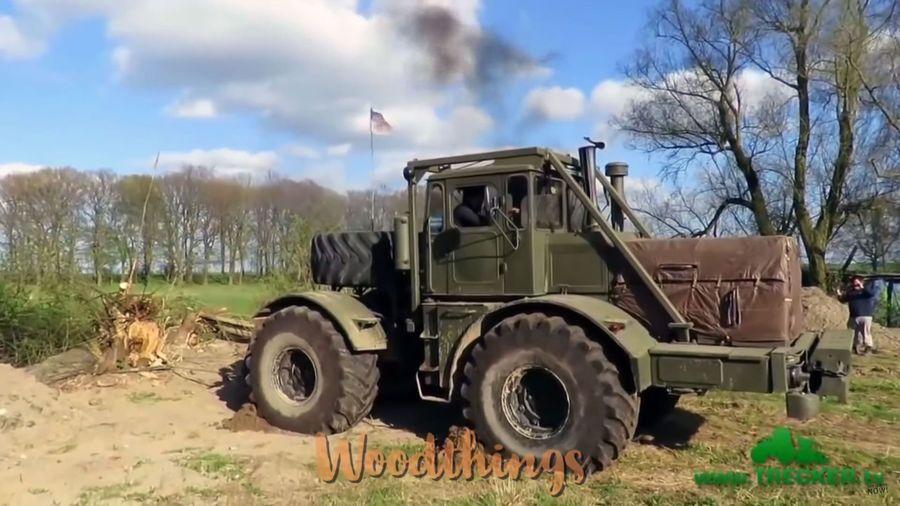 Посмотрите на битву тракторов со старыми пнями, в которых побеждают трактора