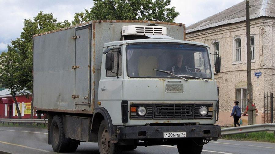 Это не МАЗ, а фургон БЗСА-4706 на шасси автобуса ПАЗ с кабиной от грузовика МАЗ