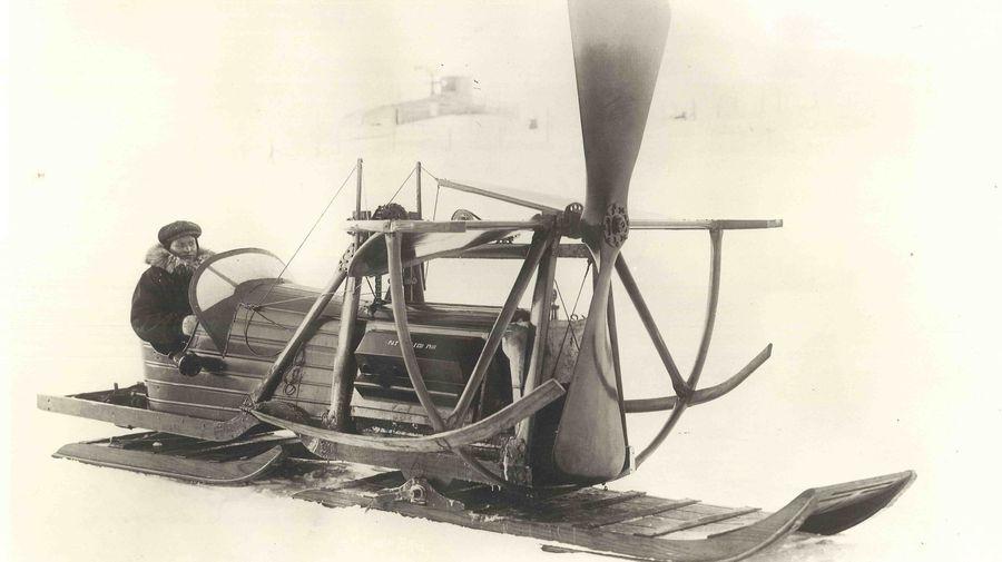 «Бензиновые собаки» «Скотти» Аллана: посмотрите на аэросани, созданные погонщиком псов на Аляске 105 лет назад