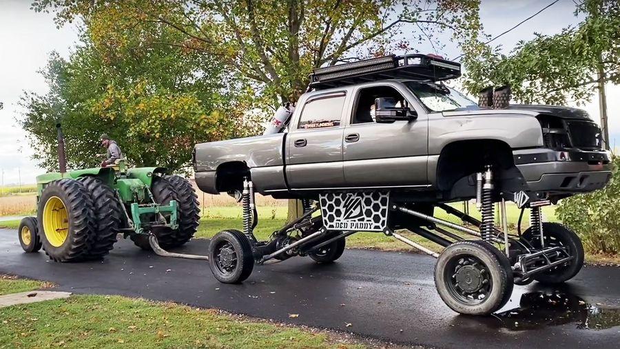 Сможет ли трактор John Deere перетянуть бигфут на маленьких колесах?