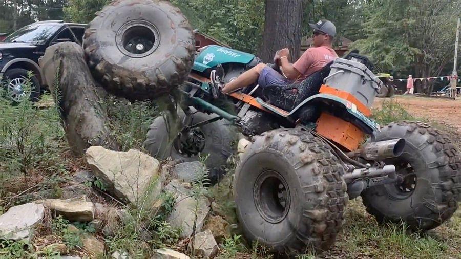 Вы никогда не видели полноприводную газонокосилку на 38-дюймовых «тракторах»