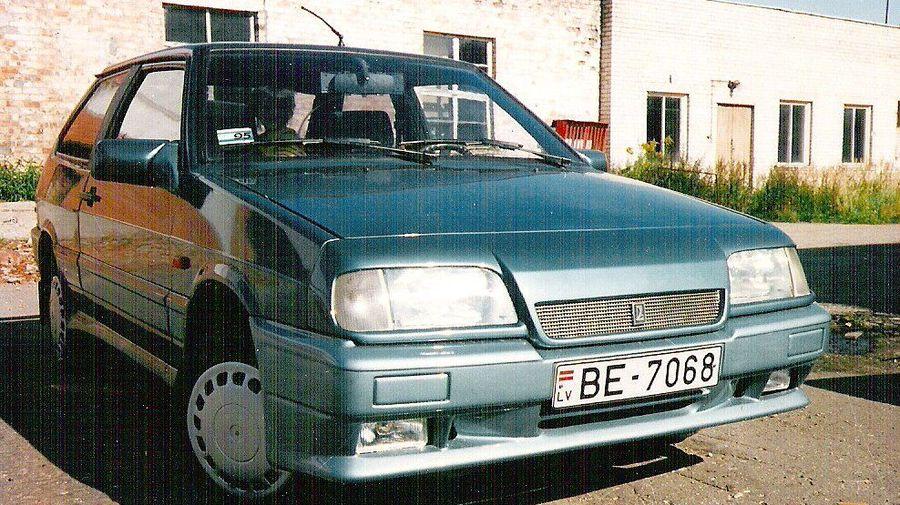 Посмотрите на необычный тюнинг ВАЗ-2108 из Латвии, сделанный еще в 90-х годах