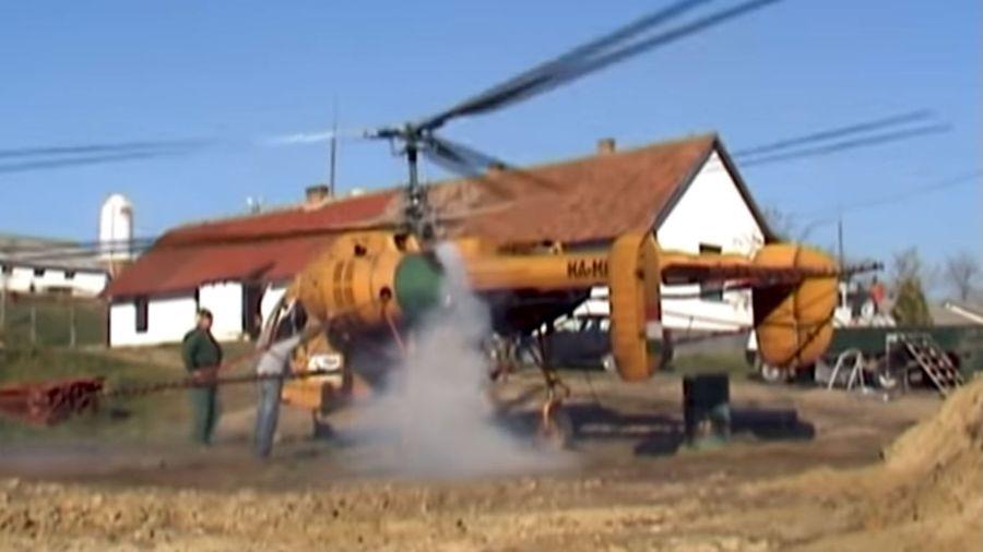 Посмотрите, как заводят вертолет Ка-26 после нескольких месяцев простоя