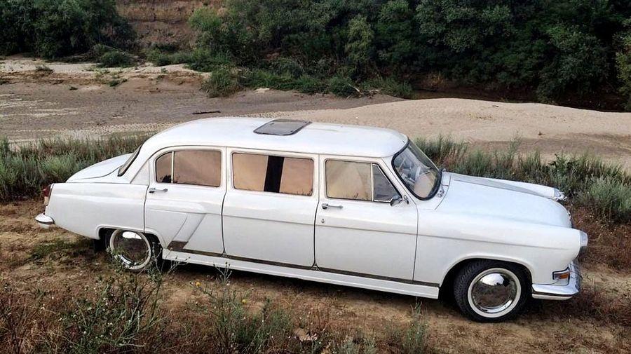Если бы в СССР выпускали лимузин на базе ГАЗ-21 «Волга», то он выглядел бы примерно так