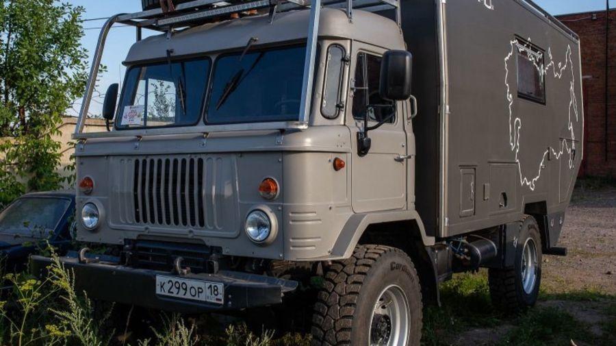 ГАЗ-66 превратили в комфортабельный кемпер для дальних путешествий