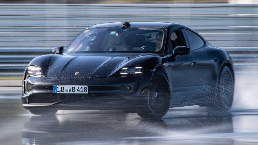 Электрокар Porsche Taycan установил мировой рекорд по самому длинному дрифту в истории