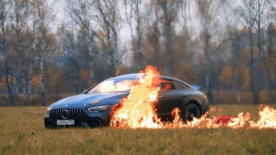 Видеоблогер сжог свой Mercedes-AMG 63S за 13 миллионов рублей, чтобы отомстить дилеру