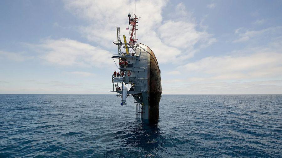 Необычное судно RV Flip, которое умеет «тонуть» и плавать вертикально