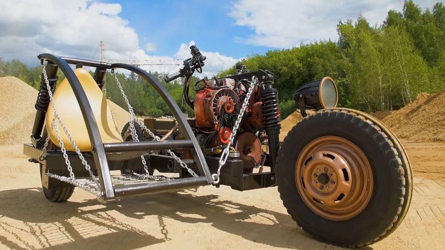 Самодельный байк с тракторным мотором и коляской из автобусной остановки