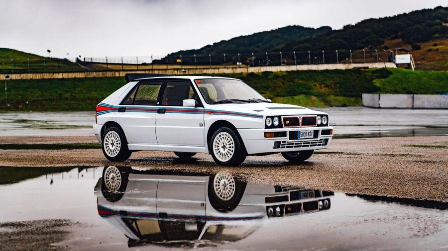 Срочно продавайте всё, чтобы купить этот редкий Lancia Delta Integrale Martini 5 Evoluzione