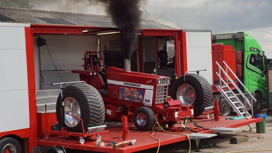 Вы когда-нибудь видели испытания гоночного трактора на диностенде?