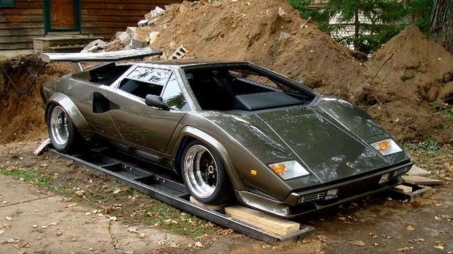 Парень 17 лет собирал точную реплику Lamborghini Countach, а затем продал её