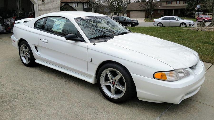 На продажу выставили очень редкий Ford Mustang SVT Cobra R 1995 года еще в заводской упаковке