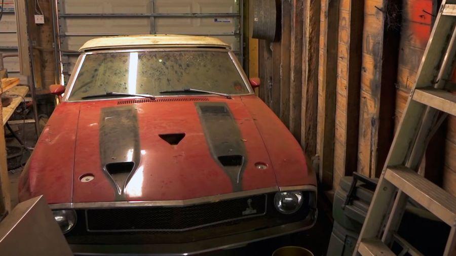В фермерском сарае нашли редкий Shelby Mustang GT500, заваленный хламом