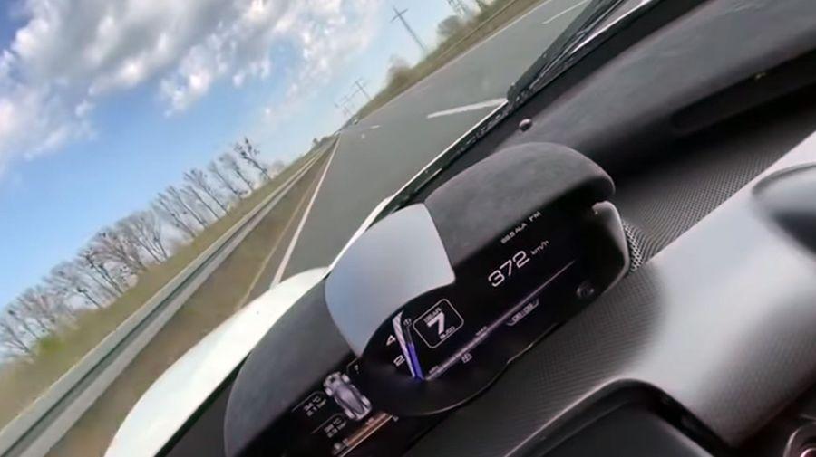 Посмотрите, как LaFerrari разогнался до 372 км/ч на немецком автобане