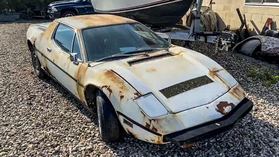 Посмотрите на редкий суперкар из 70-х Maserati Merak, простоявший много лет на улице