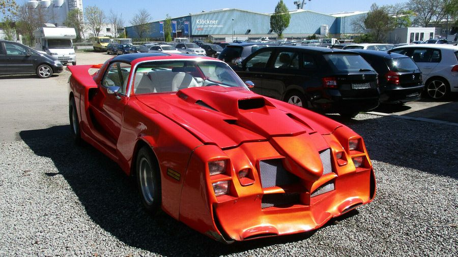 Кто-то сделал для Pontiac Trans Am Firebird совершенно несуразный тюнинг