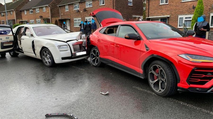 Очень дорогая авария: Rolls-Royce Ghost въехал в зад Lamborghini Urus