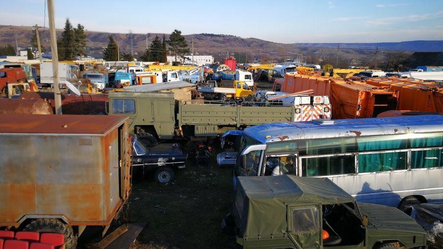 Автомобильная свалка в Грузии с множеством уникальной техники