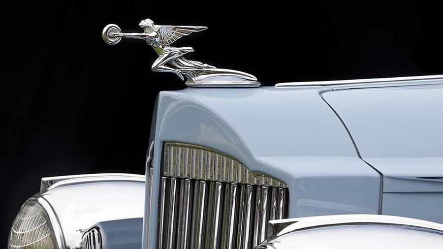 49 самых красивых капотных фигурок классических автомобилей
