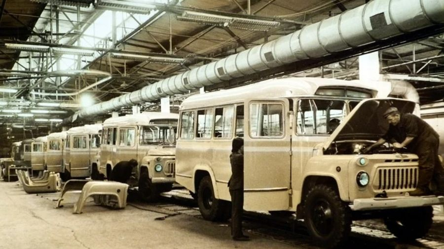Теплые «ламповые» фотографии времен СССР с советскими автомобилями — 12