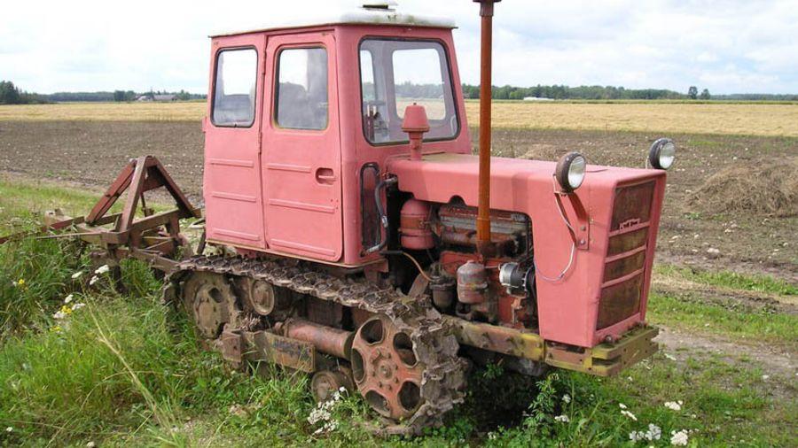 Трактор Т-54В для работы на виноградниках