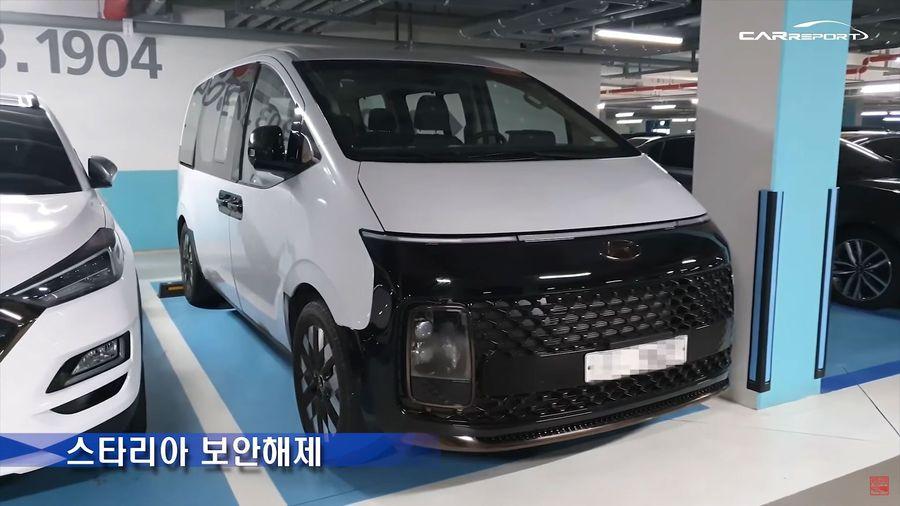 Новый минивэн Hyundai Staria в реальности оказался не таким уж «космическим»