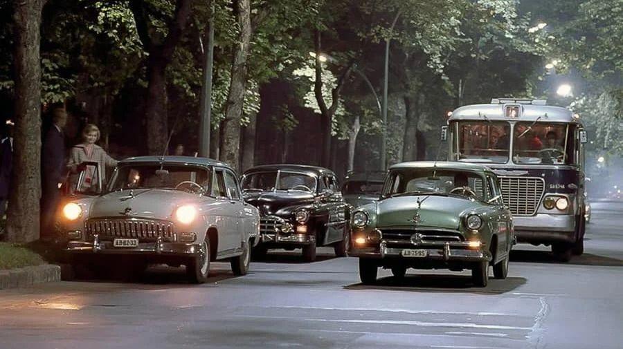 Теплые «ламповые» фотографии времен СССР с советскими автомобилями — 13