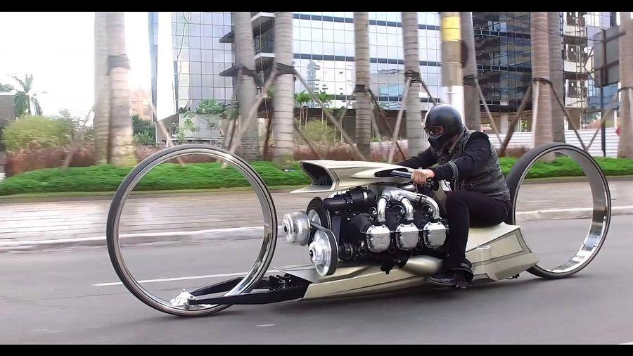 Невероятный кастом с колесами-обручами оснастили двигателем Rolls-Royce